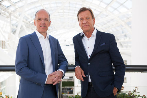 Jan-Carlson,-chairman,-chief-executive-and-president-of-Autoliv-with-Håkan-Samuelsson,-president-and-chief-executive-of-Volvo-Cars