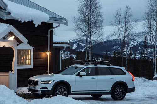 203736_Volvo_V90_Cross_Country_by_the_Get_Away_Lodge