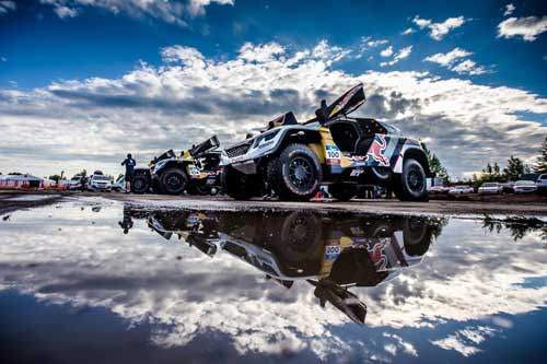 Il dream team Peugeot ancora sul podio del Silk Way Rally